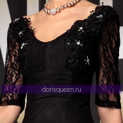 Черное платье с плиссировкой и кружевом