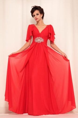 Длинное красное платье с короткими рукавами