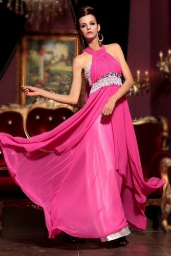 Розовое платье с кружевом и кристаллами