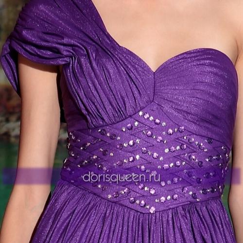 Фиолетовое платье с декором из стразов на талии