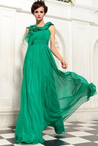 Зеленое платье с плиссировкой и цветком
