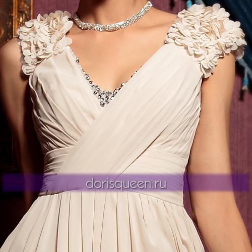 Бежевое платье с цветами ручной работы