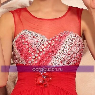 Красное платье с бюстом из кружев и стразов