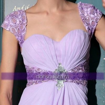 Длинное платье с кружевными рукавами и талией