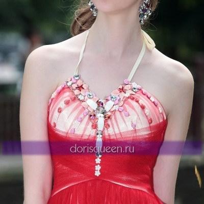 Красное коктейльное платье с бусинами