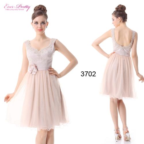 Кремовое платье с цветком и кружевом