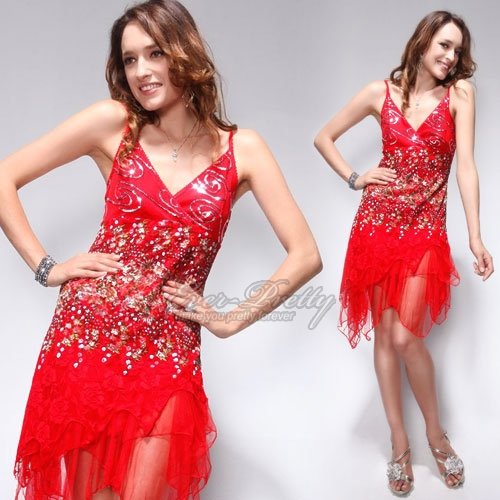 Коктейльное платье с красными кружевами