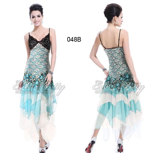 Длинное голубое платье с кружевами и блёстками