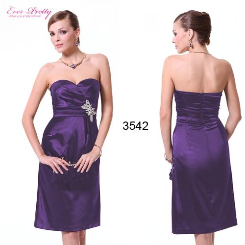 Фиолетовое атласное платье с брошью