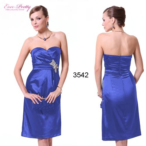 Синее атласное платье с брошью