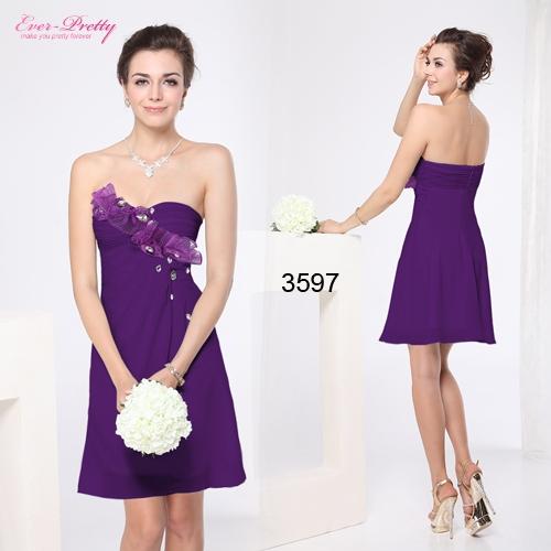 Фиолетовое платье с оборкой и стразами