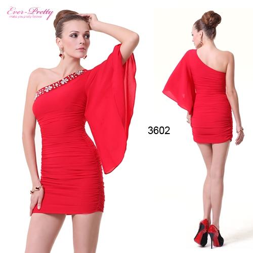 Красное облегающее платье со стразами