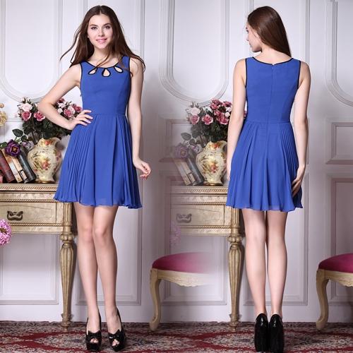 Синее шифоновое платье с плиссированной юбкой