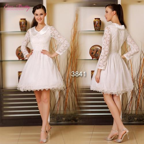 Белое кружевное платье с пышной юбкой