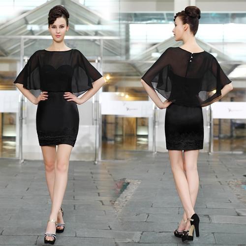 Маленькое черное платья с вышивкой на юбке