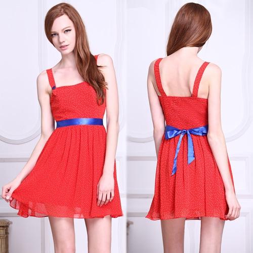 Красное платье в мелкий горошек с поясом