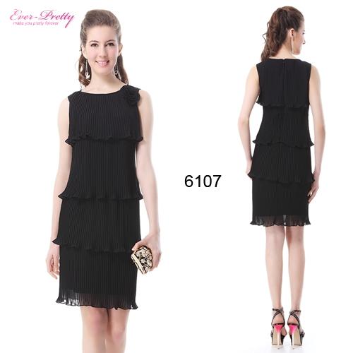 Черное плиссированное платье с цветком