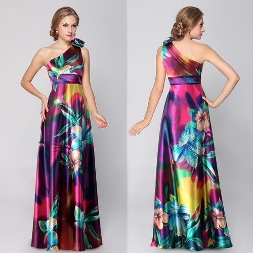 Вечернее платье с яркими цветами