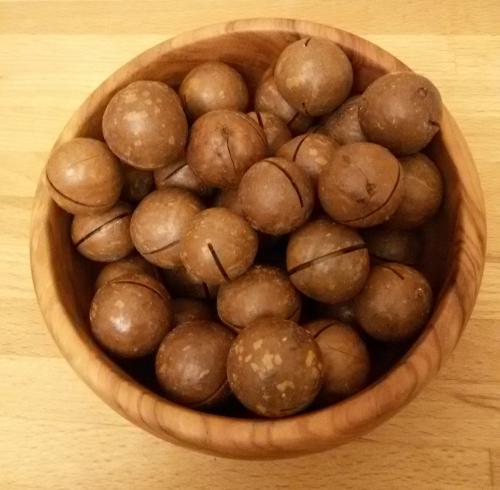 Макадамия КРУПНАЯ (австралийский орех) в скорлупе.