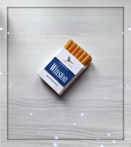 мыло, пачка сигарет