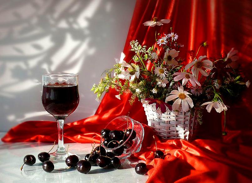 Днем рождения, открытки вино и цветы