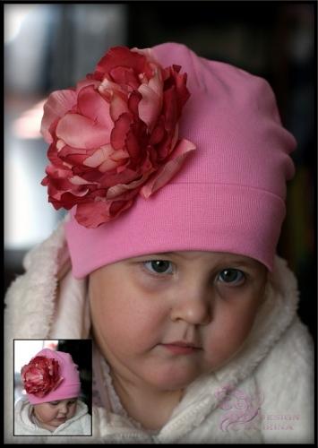 Розовая шапочка с древовидным пионом