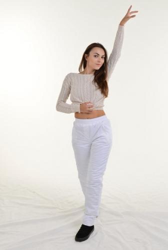 Утепленные зауженные женские брюки синтепон пояс резинка, цвет - белый арт. 006 D