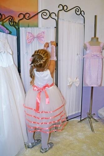 Нарядное молочное платье для девочки, модель 0125