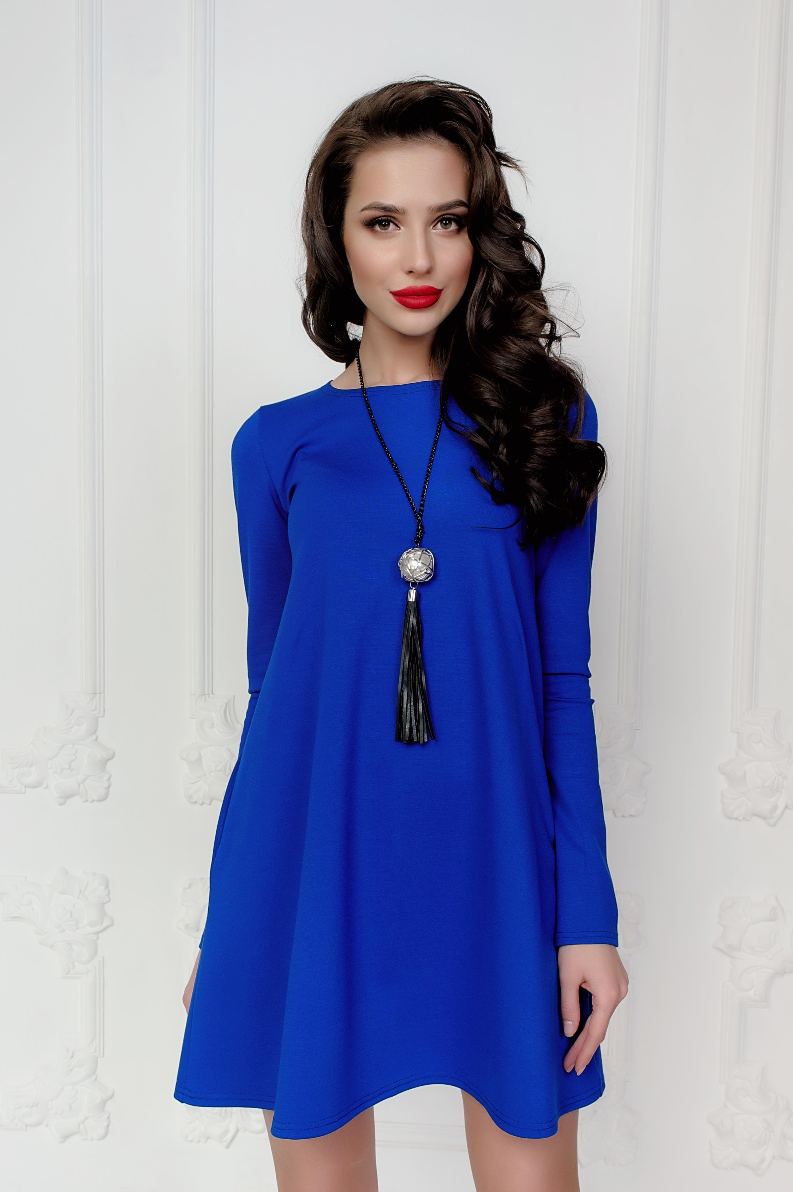 дорогих люксах черные бусы для синего платья фото эффект рекламы