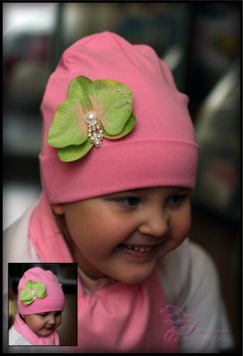 Розовая шапка с орхидеей GREEN