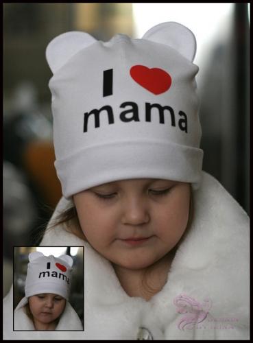 Белая шапка с ушками и принтом I love mama