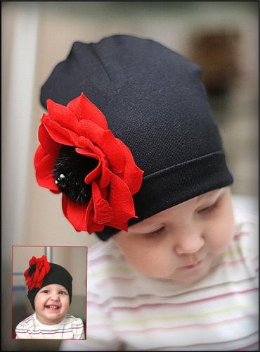 Черная хлопковая шапка с красным цветком