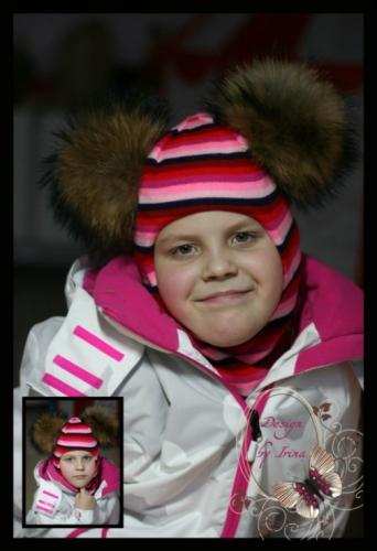 Шлем для девочки с 2 помпонами «Злата» (розово-красная полоска)